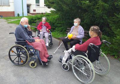 Seniori si pochvaľujú pracovné terapie, ale aj precvičovanie pamäte