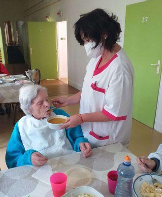 """,,Práca so starými ľuďmi je poslanie, ktoré si vyžaduje celého človeka,"""" hovorí nová vrchná sestra z handlovského seniorcentra"""