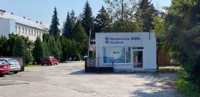 V Nemocnici AGEL Handlová zatiaľ pandemickú situáciu zvládajú