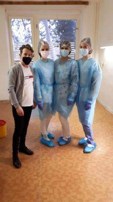 V handlovskej nemocnici a Senior centre Sv. Kataríny pokračuje očkovanie zamestnancov proti koronavírusu