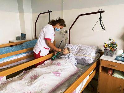 Dom ošetrovateľskej starostlivosti v Handlovej má za sebou prvý mesiac činnosti. Jeho najstaršia klientka má sto rokov